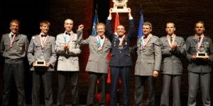 Deutsche Fünfkämpfer bei der Siegererhrung